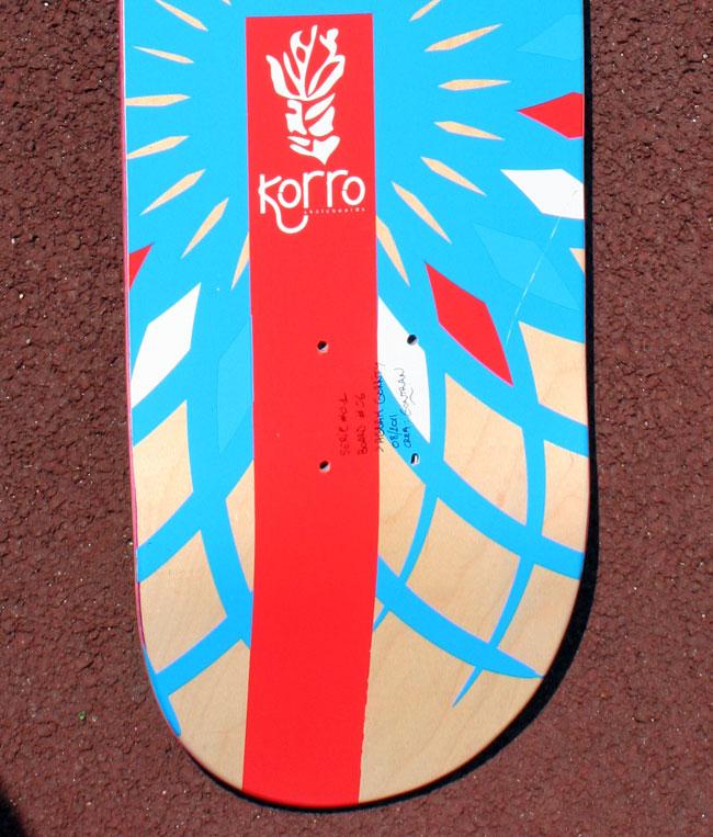 """board Korro skateboards série """"Sun"""" avec un shape """"Purple"""" et un design grip """"Play"""" , numérotée 06/30"""