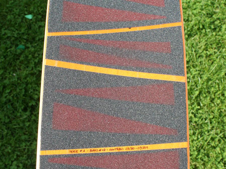 "exemple d'une board Korro skateboards série ""Sun"" avec un shape ""Orange"" et un design grip ""Zebre"" , numérotée 03/30"